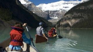 Canoë sur le lac Louise au Canada